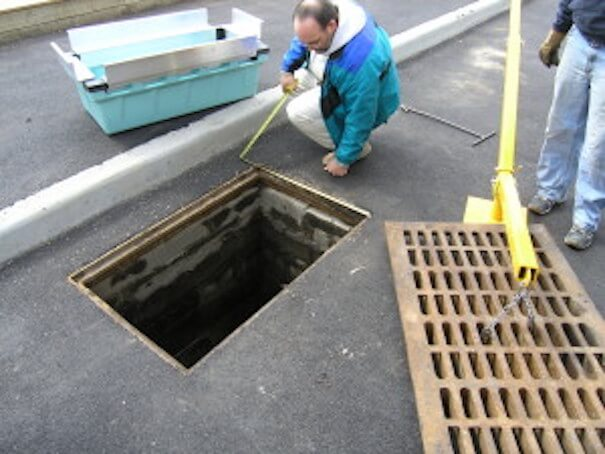 Curb inlet stormwater filtration