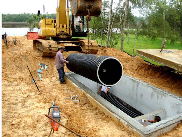 Stormwater filtration valt