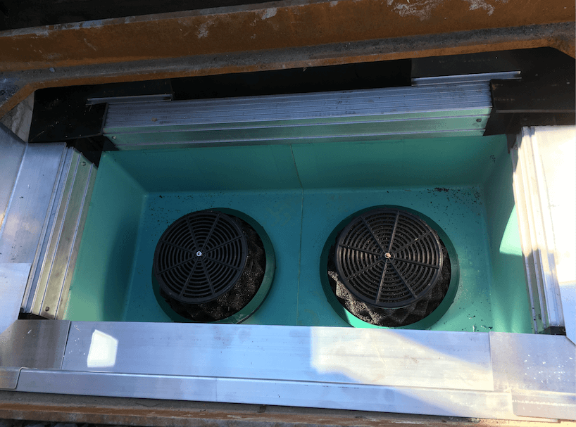 Curb inlet stormwater filters